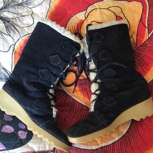 Vintage Leather and Sherpa Snowboots